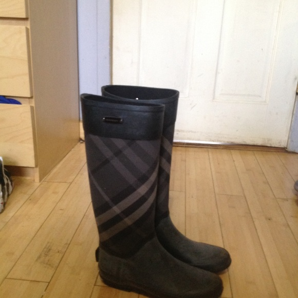 Burberry Shoes - Burberry check panel clemence rain boots